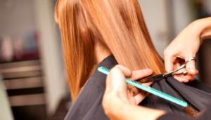 стрижем-кончики-волос