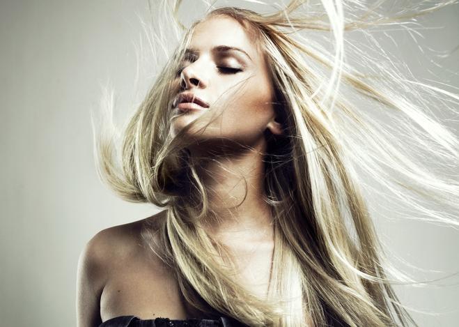 Выровненные волосы феном