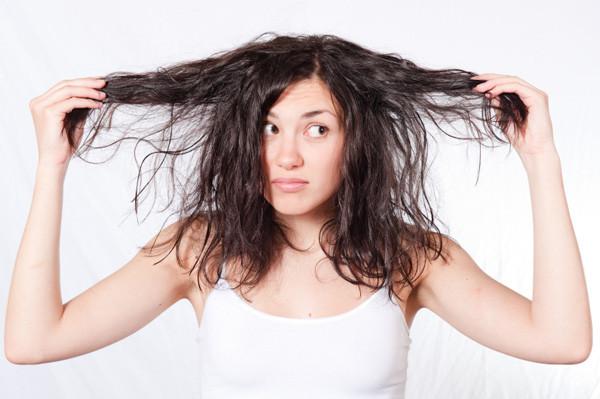 Запутанные кудрявые волосы