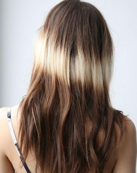 Длинные волосы окрашены в сплэшлайтс
