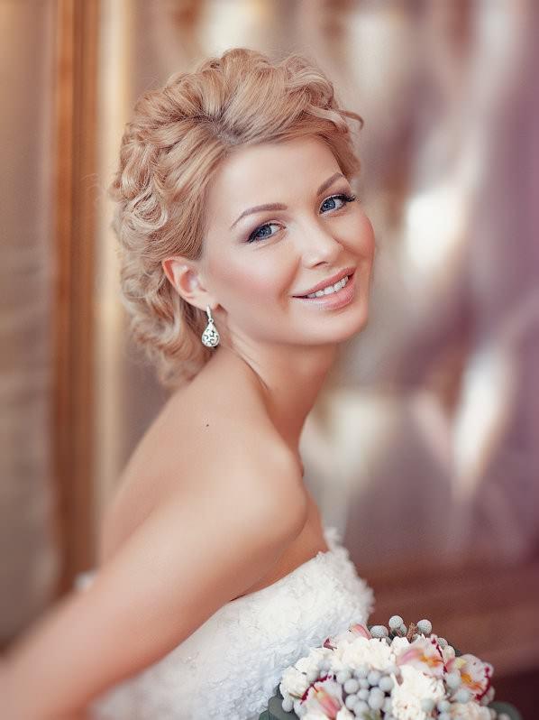Свадебная прическа с мелкими кудряшками без фаты