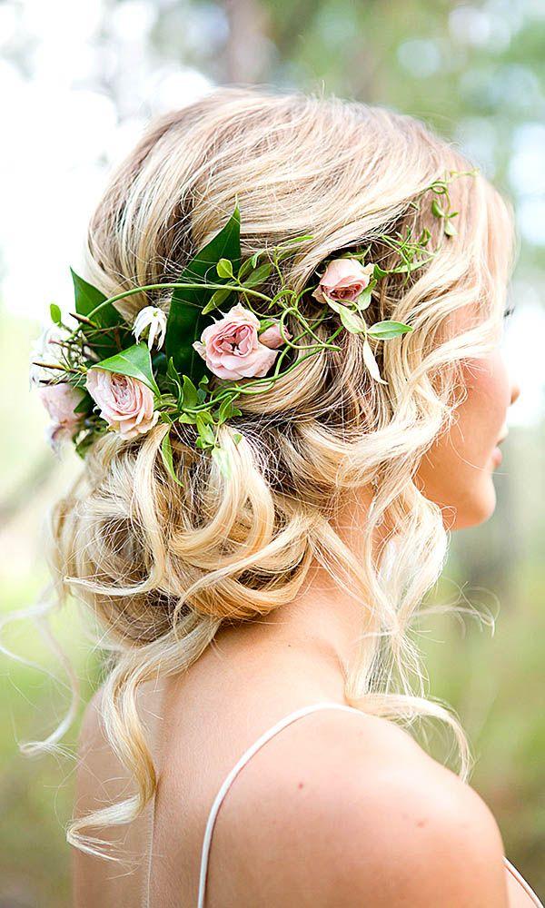 Композиция в волосы невесты из живых роз