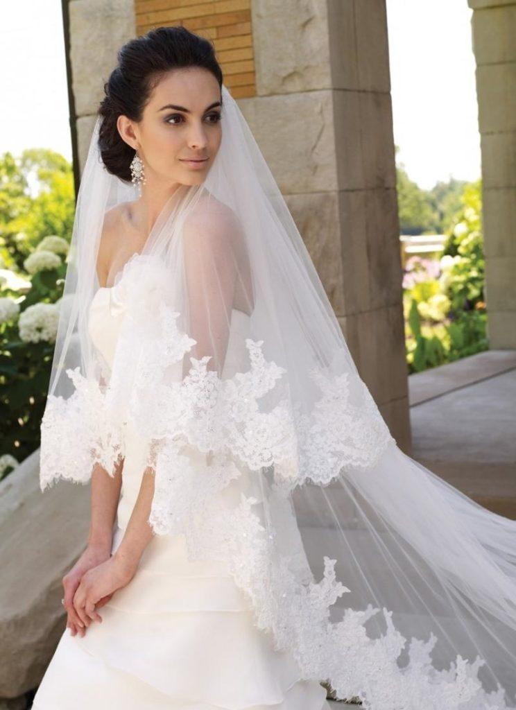 Свадебная укладка с длинной фатой
