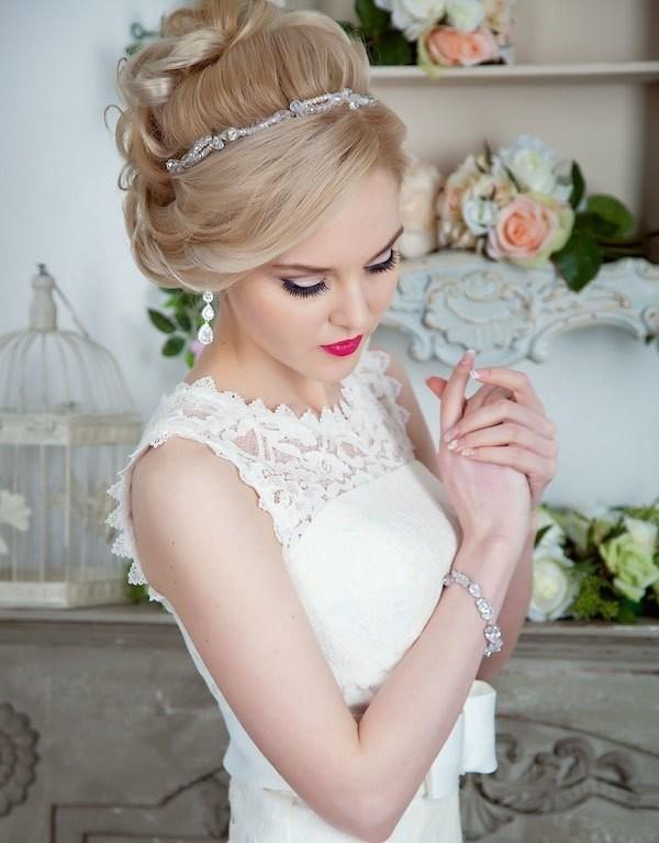 Прическа для свадьбы с челкой на одну сторону