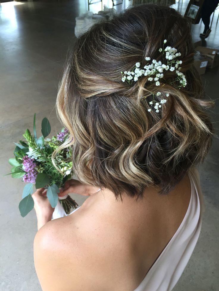 Прическа для короткого каре свадебная с живыми цветами