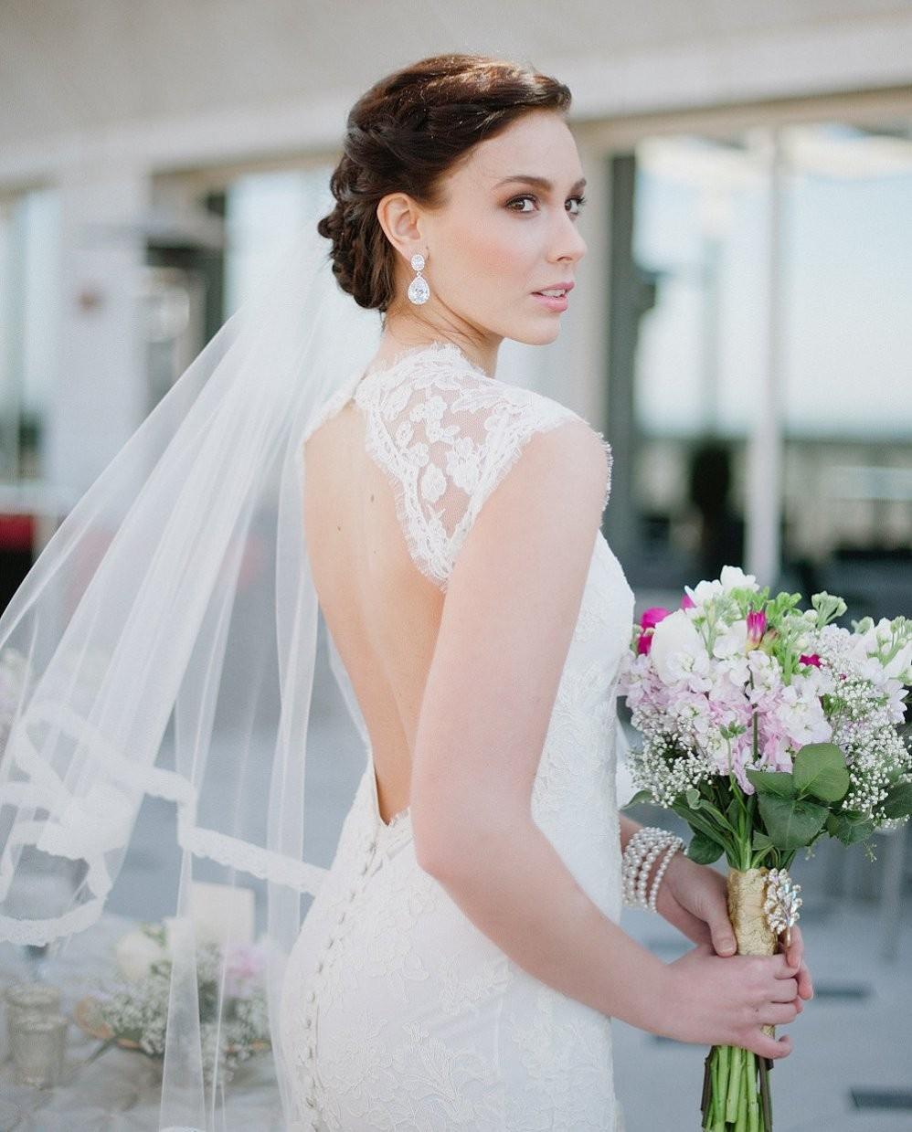 Прическа для невесты с фатой