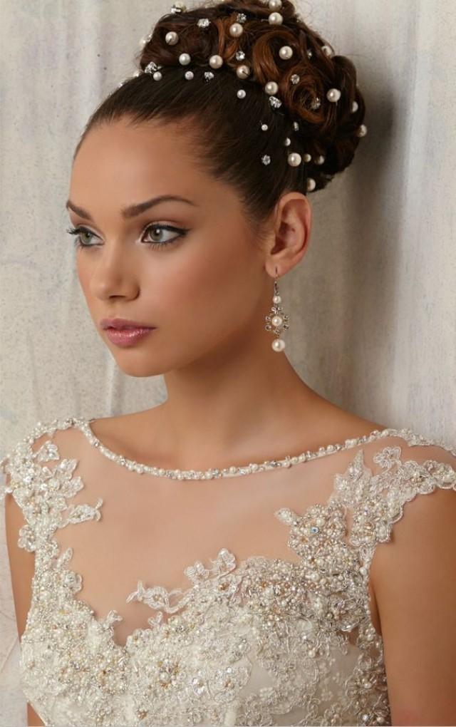 Укладка невесты с жемчужинами и стразами