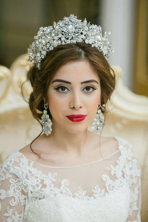 Свадебная прическа с короной в собранном виде