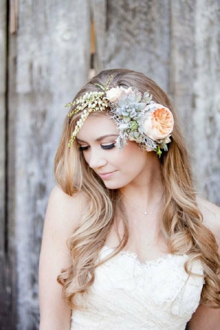 Небольшой веночек в прическе невесты для волос средней длинны