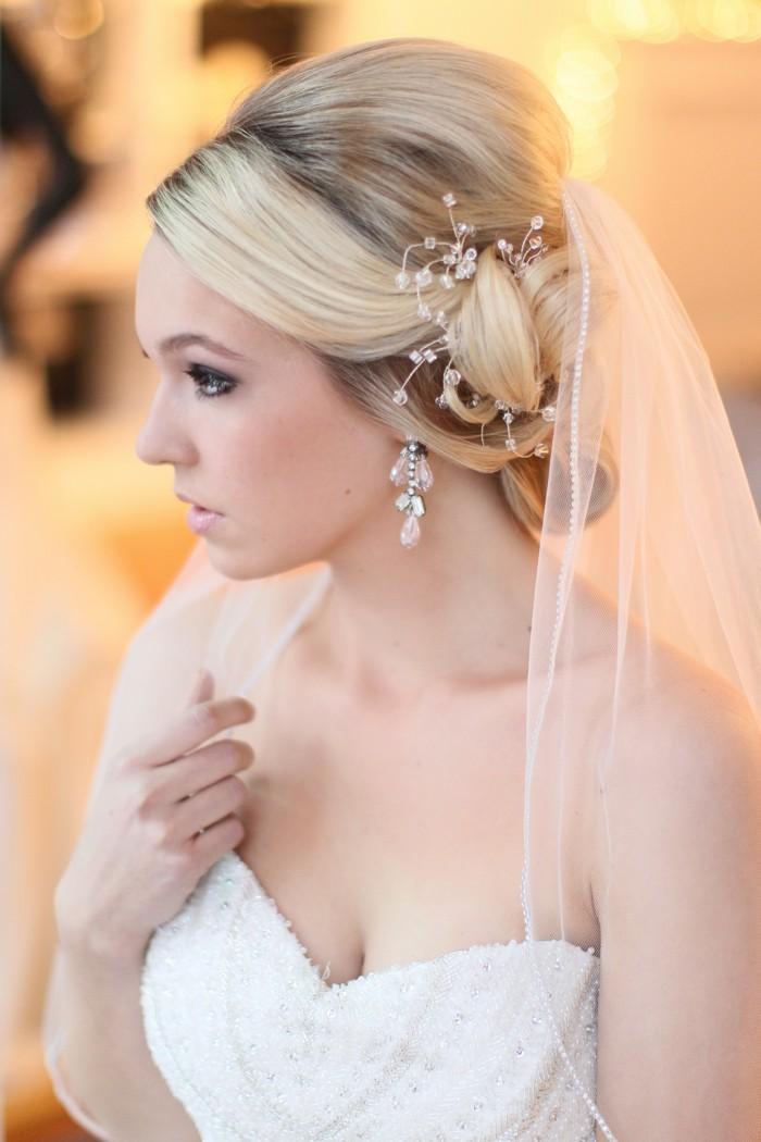 Укладка для волос средней длинны свадебная с фатой