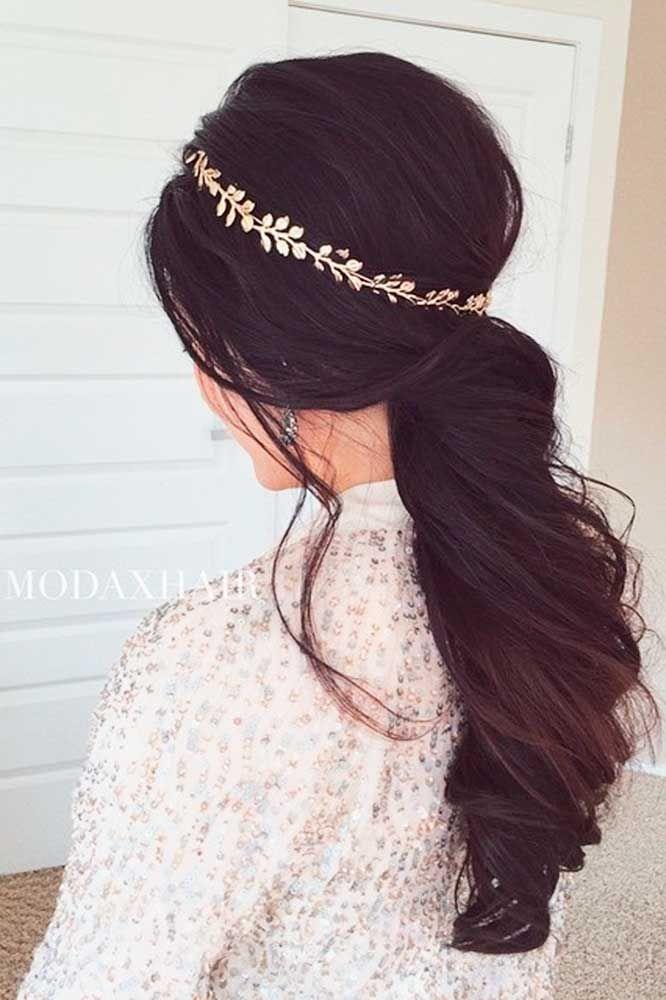Очень красивая свадебная укладка для длинных волос с украшением собранная в хвост