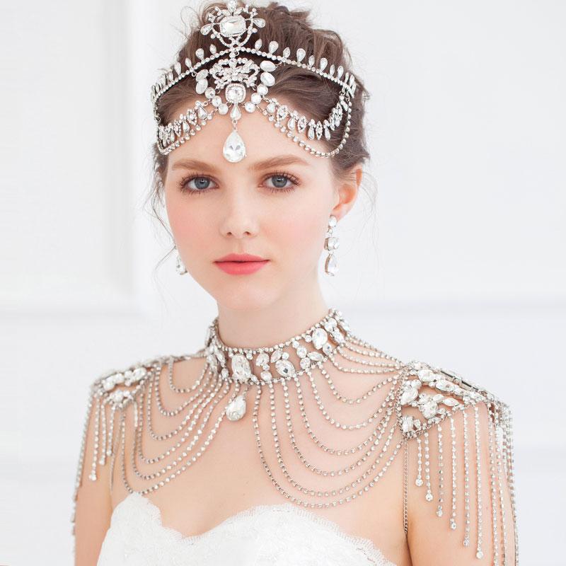 Прическа невесты с множеством украшений в восточном стиле