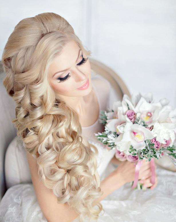Распущенные волосы на свадьбу, красивая укладка