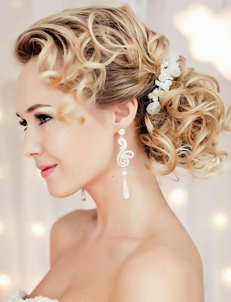 Свадебная укладка из кудрявых волос