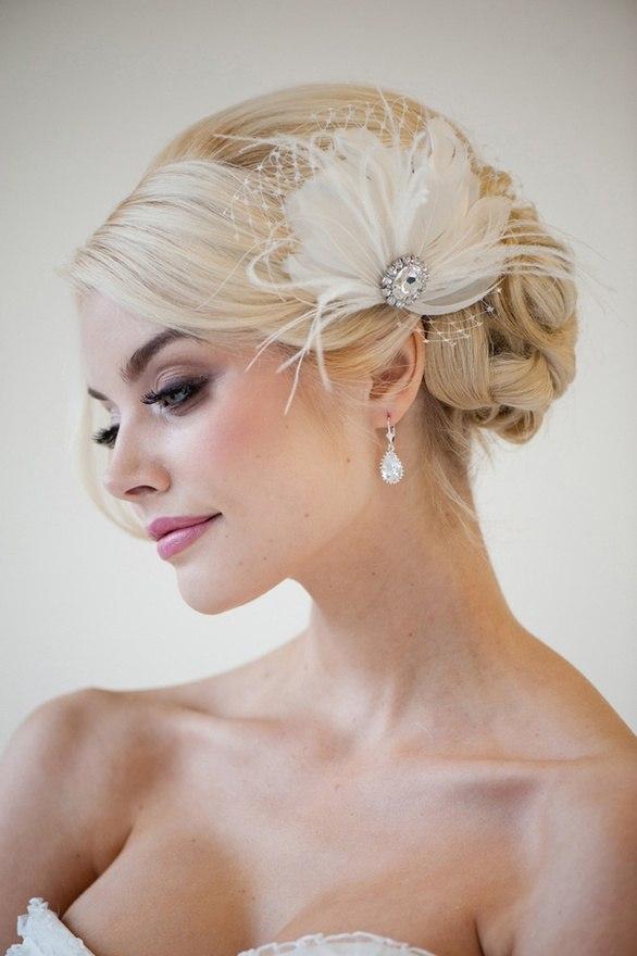 Свадебная прическа с цветком нежная
