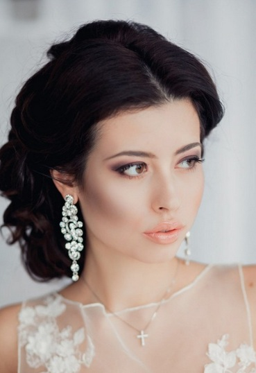 Прическа для невесты без фаты на темные волосы