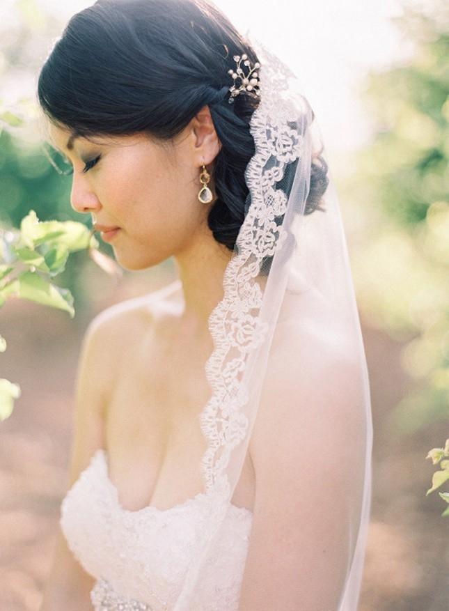 Свадебная прическа плетеная с фатой