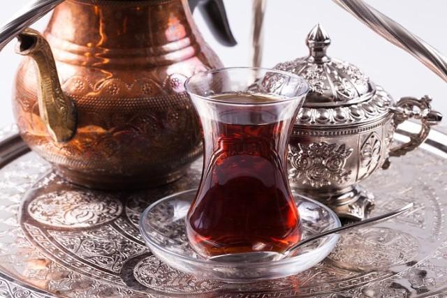 Черный чай против седины