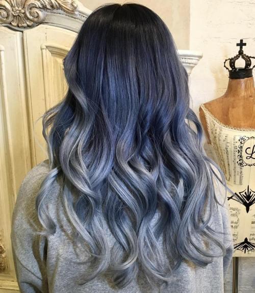Красивые длинные волосы с омбре в серых цветах