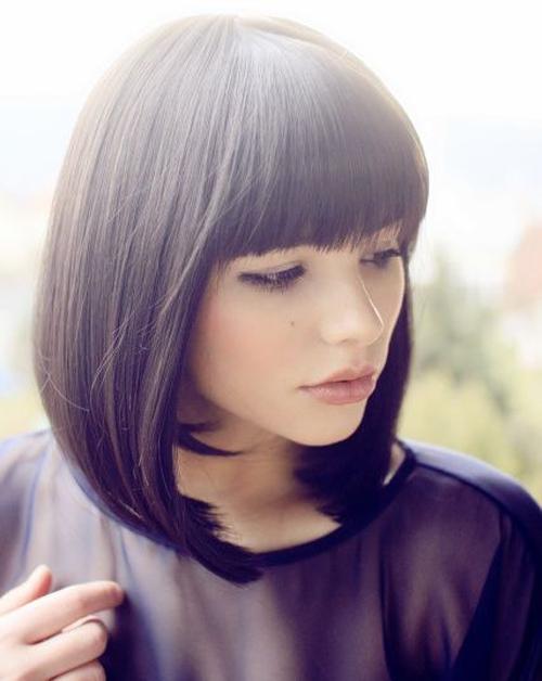 Каре на средние волосы с челкой