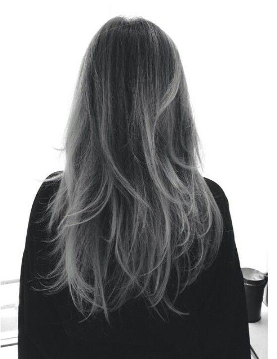 Фото пепельного серого цвета волос в темном оттенке