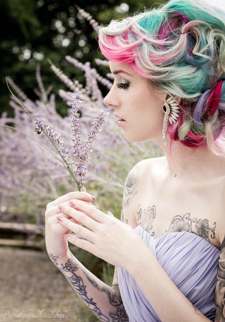 Окрашивание волос фэнтези в серых и ярких тонах
