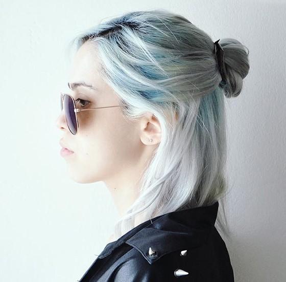Фото серого цвета волос с голубым