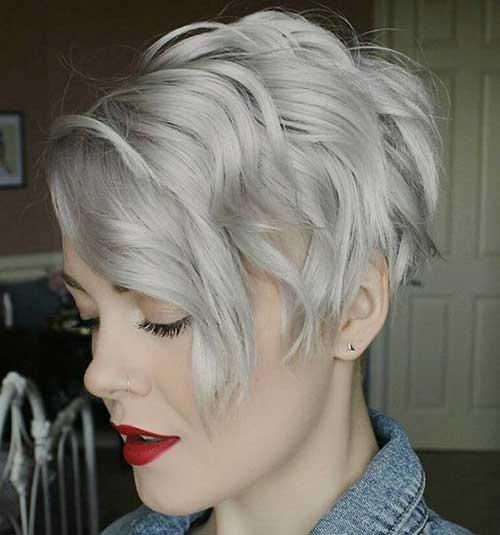 Короткие волосы боб с открытым затылком в сером цвете