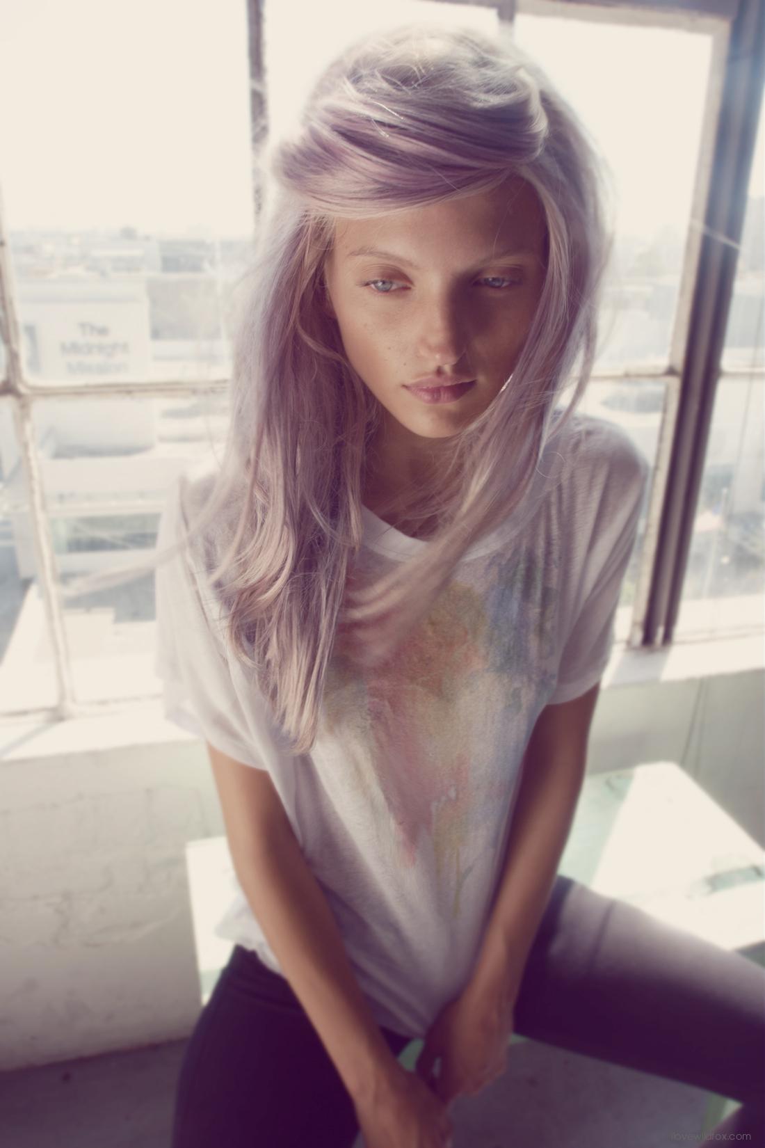 Фото красивого окрашивания серо фиолетового волоса