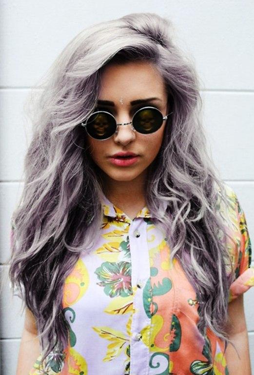 Балаяж на сером цвете волос с фиолетовым