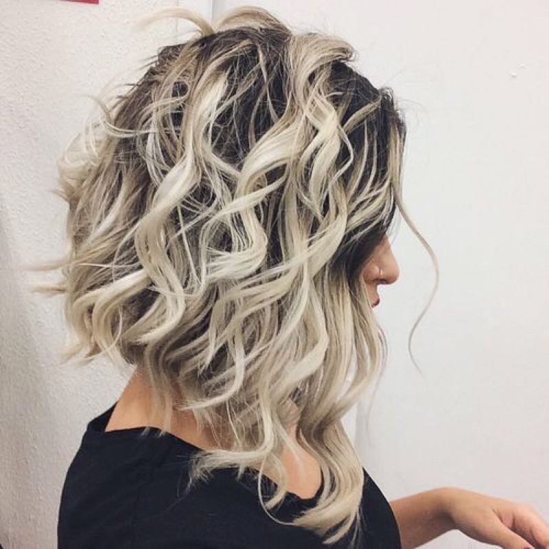 Вьющиеся волосы на каре с удлинением