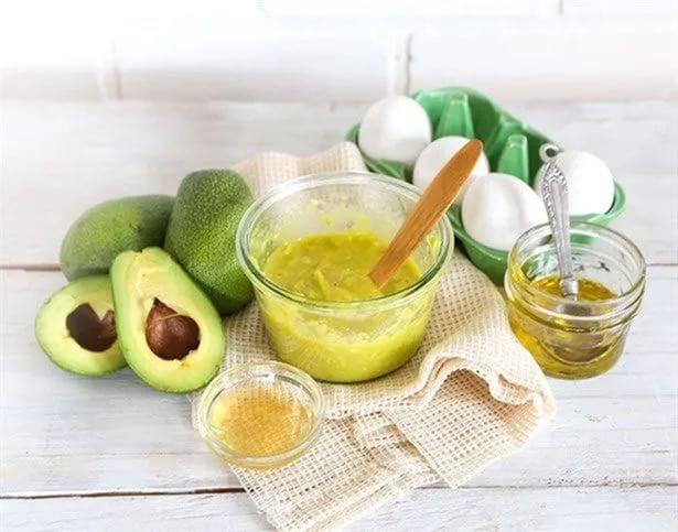 Полезная для волос маска из йогурта и авокадо