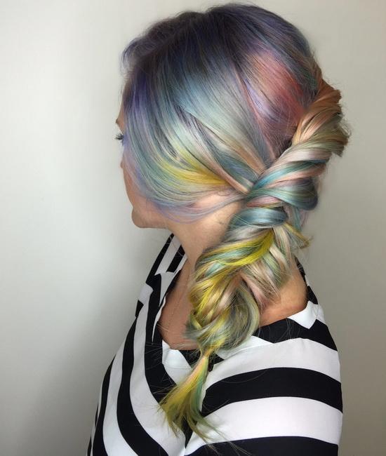 Фото серого цвета с опалом на волосах