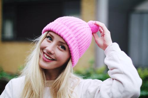Красивая шапка с бубоном