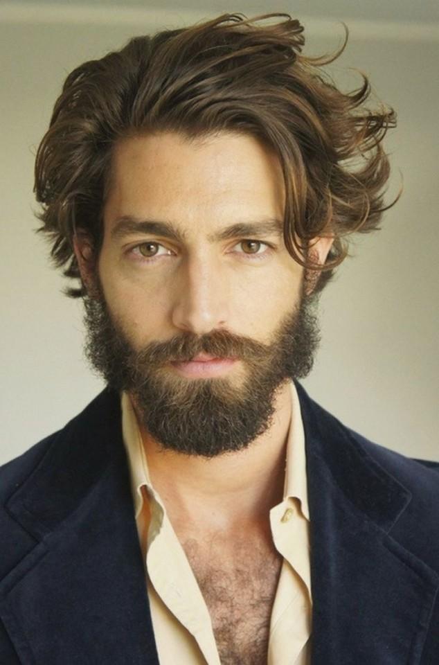 Отросшие волосы с челкой и бородой фото