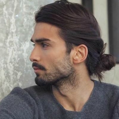 Борода с собранными длинными волосами фото