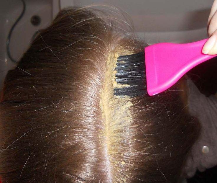 Как наносить маски на корни волос и кожу головы для их роста