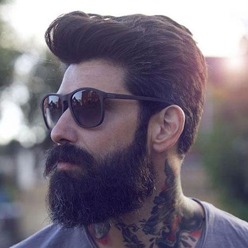 Густая борода и усы с объемной стрижкой волос фото